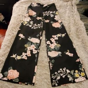 Beautiful floral New York & Company pants size XS